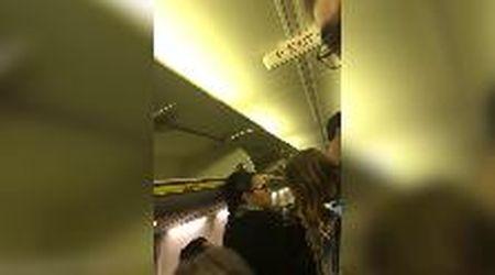 """Sbaglia aereo a Pisa e si ritrova a Bari, l'ira del passeggero sardo: """"Perché mi avete fatto passare al gate?"""""""