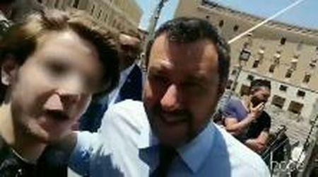 """In Puglia Salvini sorpreso da un nuovo selfie beffa: """"Non siamo più terroni di m..."""""""