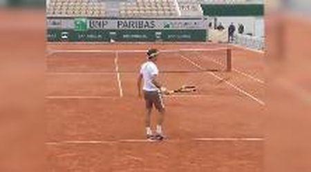 Federer e la ''calamita'' sulla racchetta: così stoppa al volo la pallina da tennis