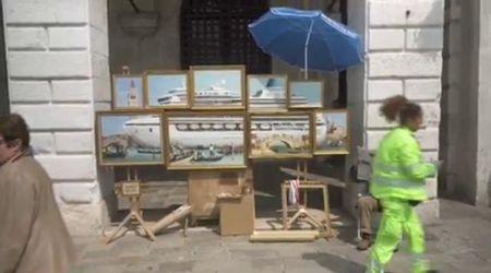 Banksy a Venezia cacciato dai vigili urbani come pittore abusivo