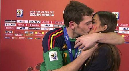 Sara Carbonero e Casillas, dopo l'infarto del portiere la moglie operata di tumore. Lei: ''Ce la farò''