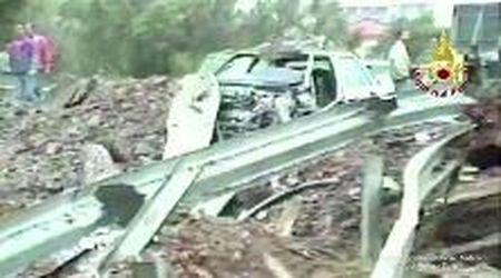 L'autostrada distrutta, le auto sventrate: gli attimi successivi alla strage di Capaci