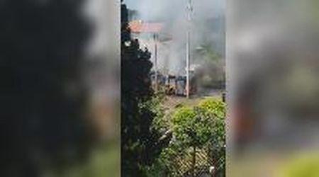 Livorno, autobus in fiamme alla Valle Benedetta