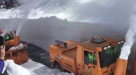 Sette metri di neve al valico del Piccolo San Bernardo, turbine in azione