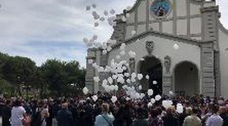 Rosignano, muore a 32 anni: palloncini in cielo per ricordare Claudia