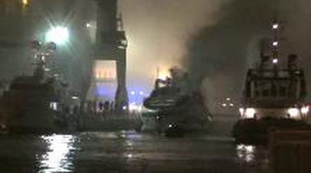Marina di Carrara: brucia uno yacht di lusso