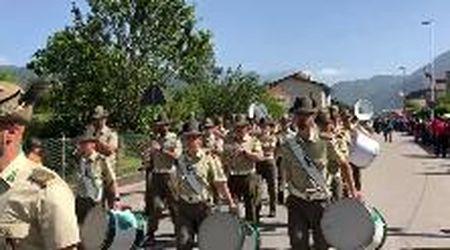 Gli alpini del Triveneto sfilano a Tolmezzo