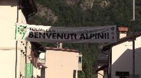Benvenuti Alpini, la gioia e i colori dell'Adunata delle penne nere a Tolmezzo