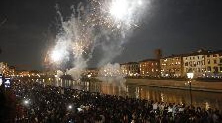 Luminara 2019, lo spettacolo del fuochi d'artificio sui lungarni di Pisa