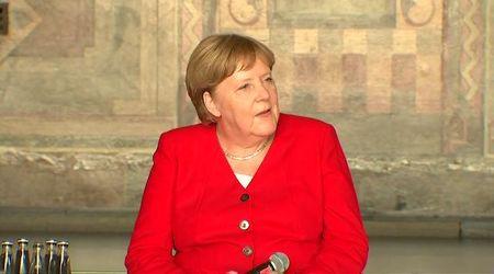 Angela Merkel al lavoro dopo il malore: ''Sto bene, devo bere più acqua e meno caffè''