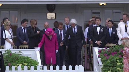 Royal Windsor Cup, la sciarpa del musicista giapponese finisce in faccia alla regina Elisabetta
