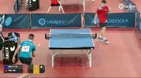Tennis tavolo, colpo magico dietro la schiena ma l'epilogo dello scambio è un rebus
