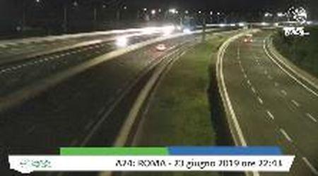 Roma, il terremoto in diretta ripreso dalle telecamere dell'autostrada
