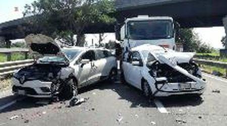 Fi-Pi-Li, Tir piomba sulle auto ferme dopo un tamponamento: due morti a Livorno