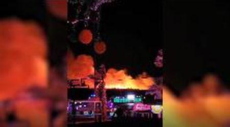 Rogo sull'isola di Pago, in Dalmazia: le fiamme divampano durante il concerto