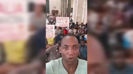 """Caporalato, i migranti occupano la basilica di Bari con Aboubakar Soumahoro: """"Prima gli sfruttati"""""""