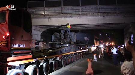 Modena, la notte del supertir da 250 tonnellate - videoracconto