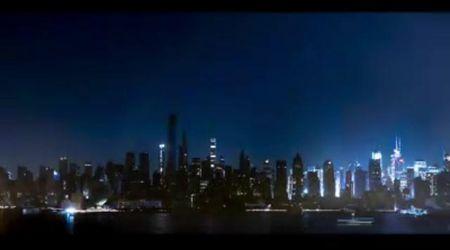 New York si illumina dopo il blackout: Manhattan dal buio alla luce in timelapse