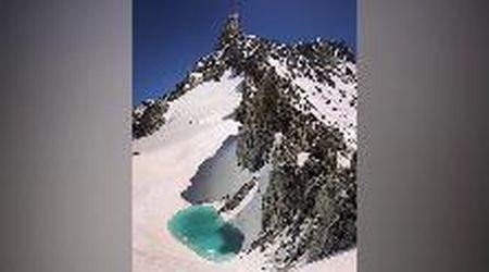 """Un lago sul Monte Bianco, l'allarme dell'alpinista: """"Si è formato a causa del caldo"""""""