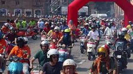 Vespa raduno, in 400 sfilano per Ferrara