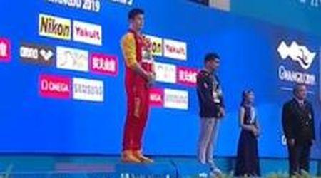Mondiali nuoto, Sun Yang batte Horton: l'australiano si rifiuta di salire sul podio