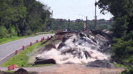 Usa, esplode l'asfalto: i lavori per rifare la strada