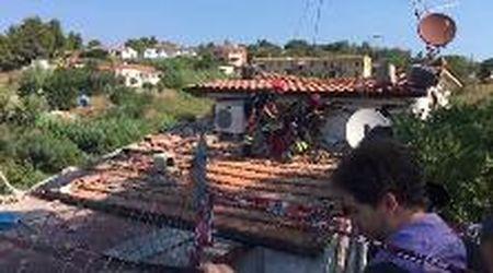 Portoferraio, sul tetto pericolante della palazzina esplosa