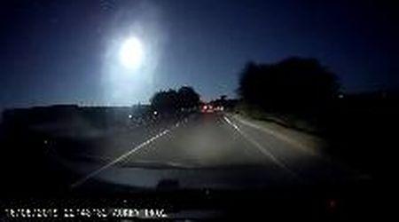 Meteorite nei cieli della Sardegna: la scia luminosa ripresa dalla dash cam