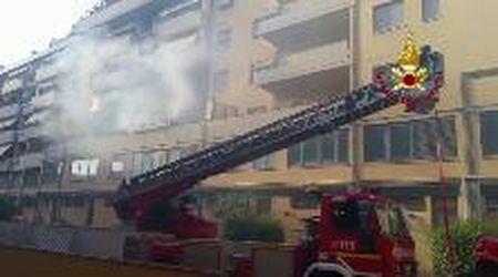 Incendio a Prato, evacuato il palazzo