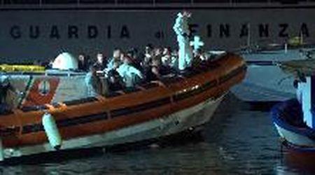 Lampedusa, lo sbarco di 57 migranti arrivati autonomamente su un barcone