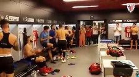 Dopo il gol epico al Barcellona, Aduriz riceve una standing ovation negli spogliatoi