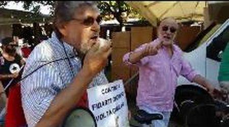 Pietrasanta, la contestazione a Salvini ospite della Versiliana