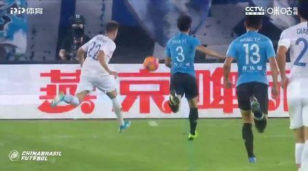 Cina, tifosi pazzi per El Shaarawy: l'ex Roma li ripaga con due pallonetti strepitosi