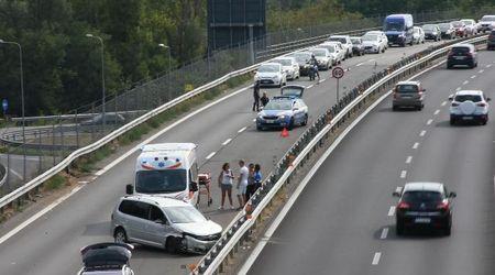 Pavia, si schianta in tangenziale ovest auto con 5 bambini a bordo