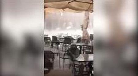 Ascoli Piceno, urla e sedie che volano via: la tempesta colpisce la piazza