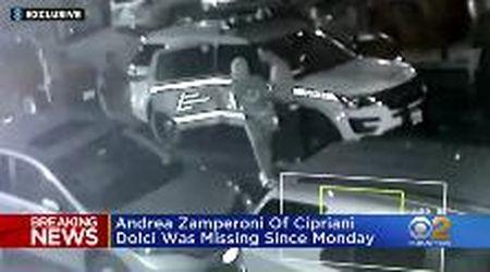 Morte Zamperoni, una donna esce in manette dall'ostello di NY in cui è morto lo chef italiano