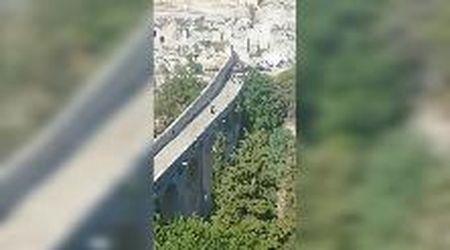 007 è già in azione in Puglia: salto da brividi dal ponte sulla gravina. Al via le riprese di 'No time to die'