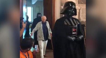 Padova, Piero Angela entra al convegno con Star Wars