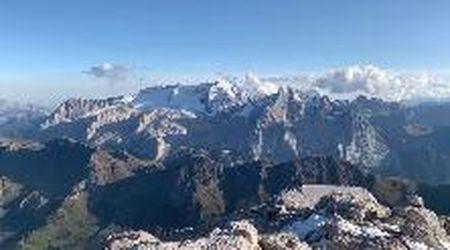 Tutto il fascino delle Dolomiti dalla cima del Piz Boè