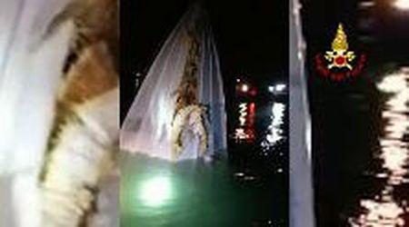 Offshore si schianta al Lido, tre morti a Venezia: le prime immagini