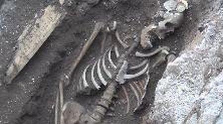 Roma, 'la mummia di Piramide': trovato scheletro durante scavi Acea