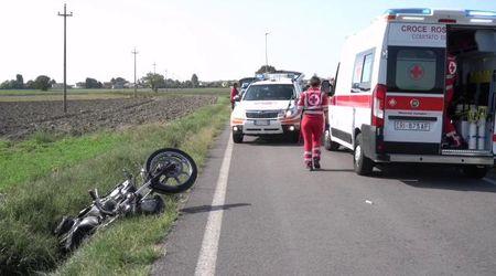 Lungavilla, motociclista fuori strada per evitare un trattore