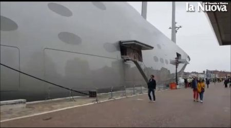 Grande curiosità a Venezia per lo yacht più lungo del mondo