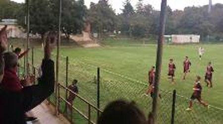 Calcio dilettanti, Cecina: l'esultanza di El Falahi dopo un eurogol
