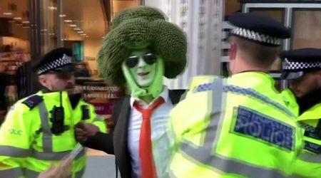 Londra, arrestato 'uomo broccolo': manifestava per Extinction Rebellion