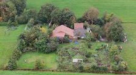 Olanda, rinchiusi per 9 anni in cantina in attesa della fine del mondo: il video dalla fattoria dall'alto