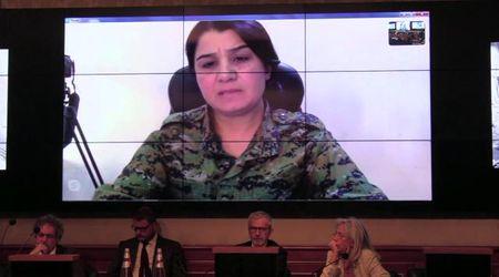 """Siria, l'appello della comandante curda all'Ue: """"Combattiamo anche per voi"""""""