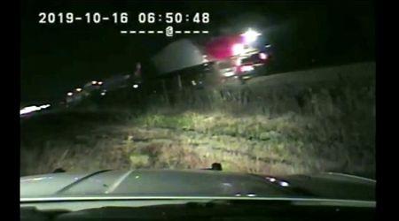 Usa, il treno sta per travolgere l'auto: il salvataggio all'ultimo secondo