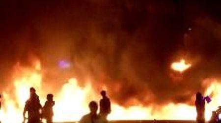 Spagna, a Barcellona fiamme e proiettili di gomma avvolgono la città