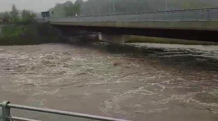 Maltempo in Piemonte, a Gavi il torrente Lemme fa paura